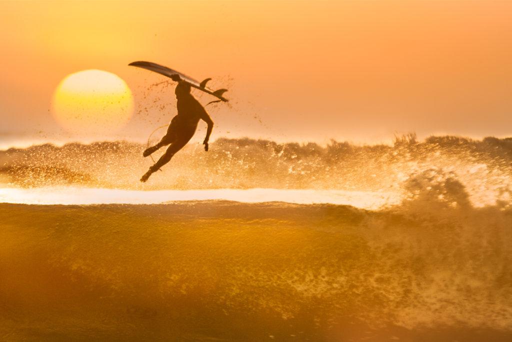 Surfing ventura Kamilo Bustamante
