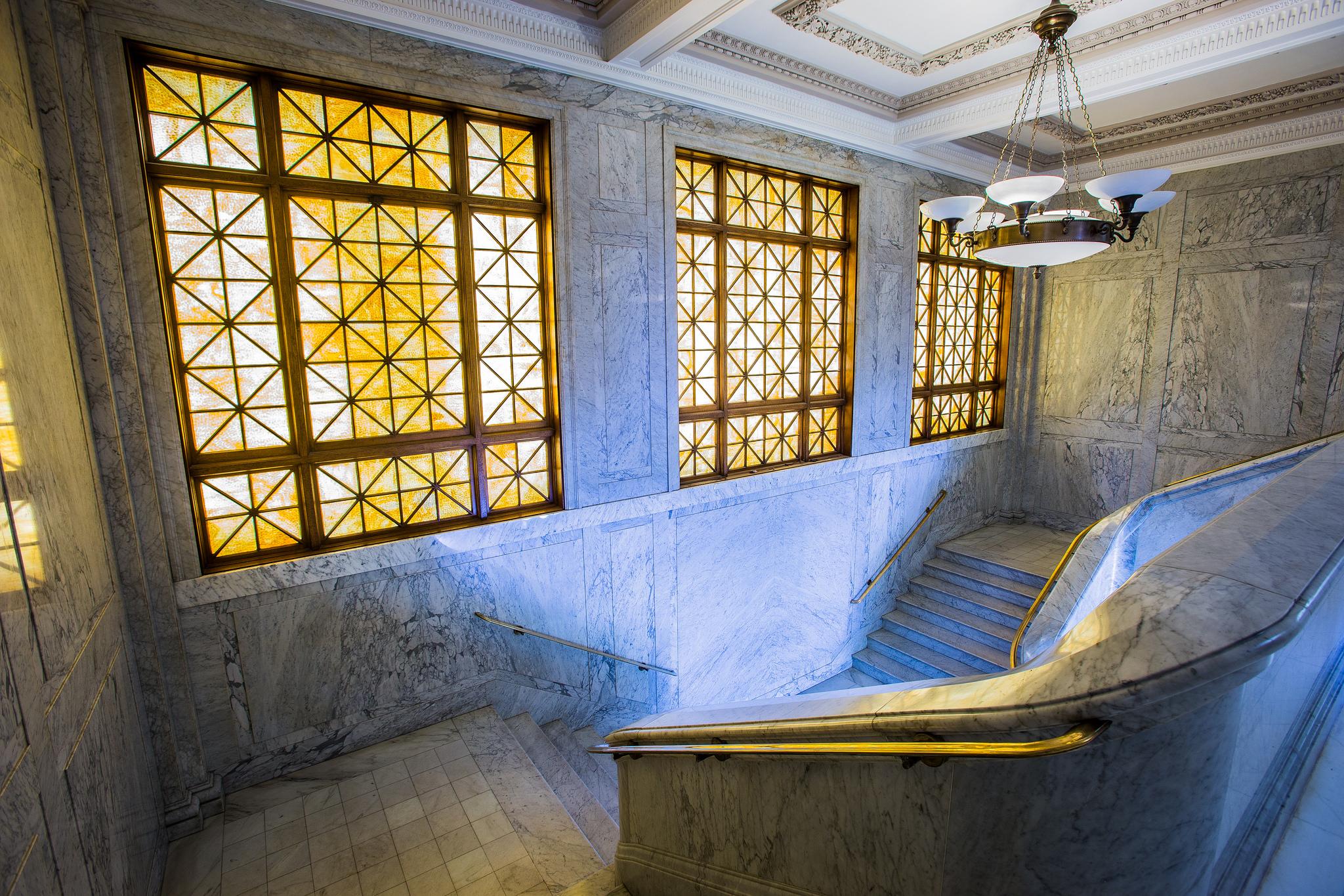 Ventrura_city_hall_2015_staircase