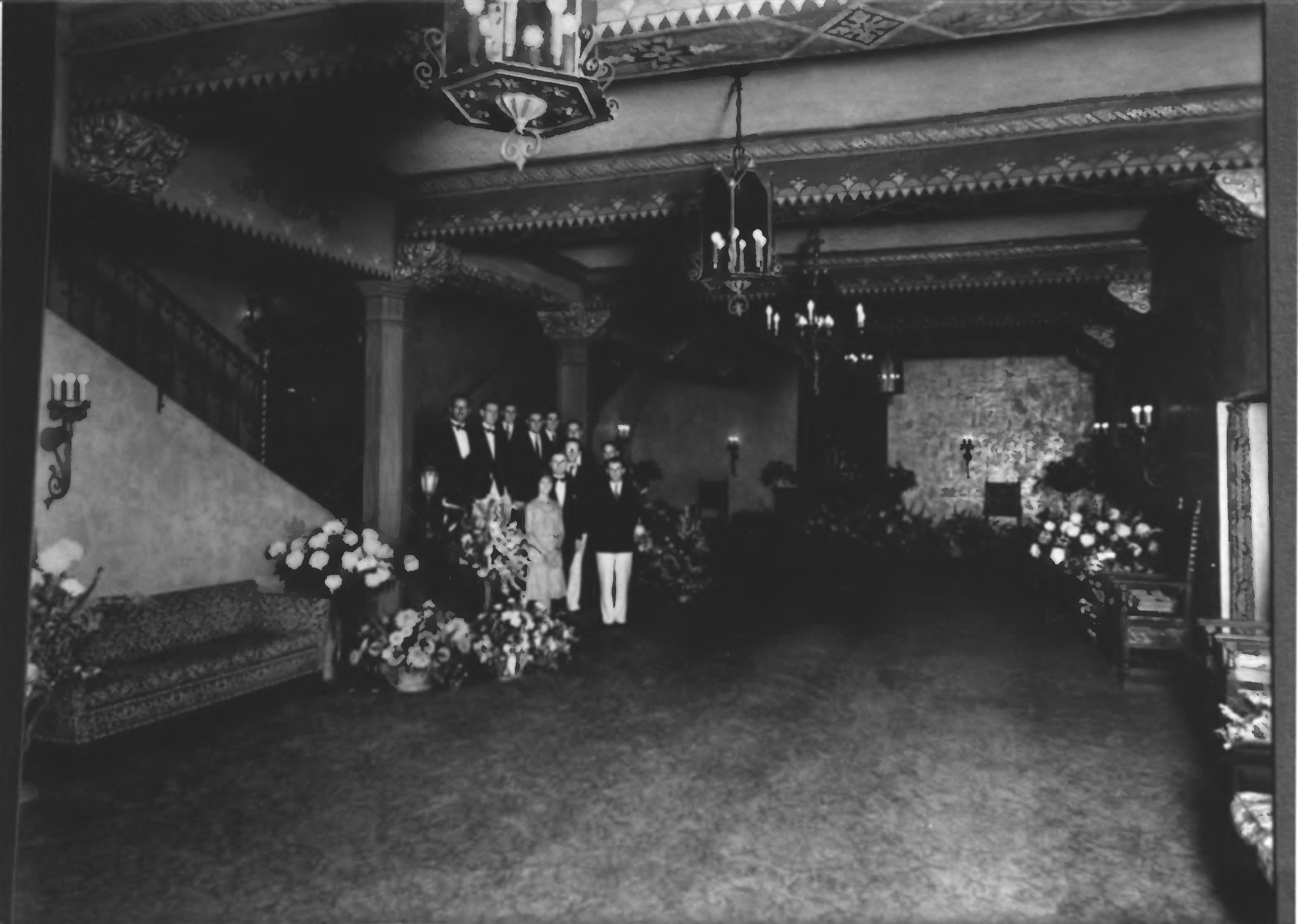 Ventura_Theater_1900s_vintage_old_historic_lobby