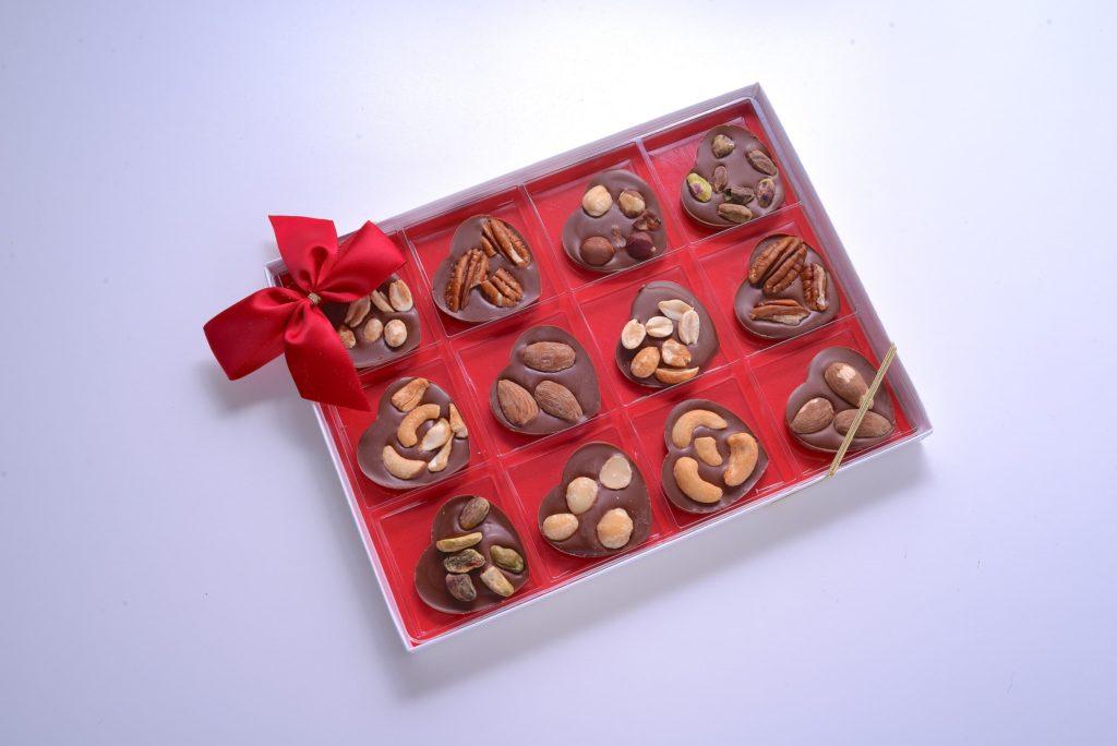 Nut Hearts Valentine's Box top this chocolate ventura